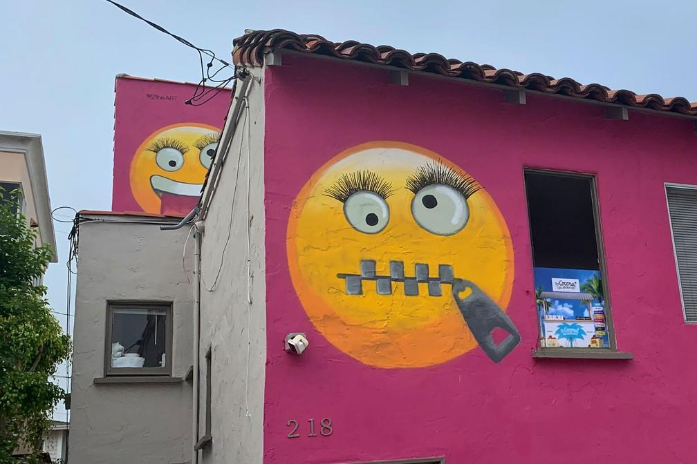 Casa com pintura de emojis provoca polêmica na Califórnia — Foto: AP Photo/Natalie Rice