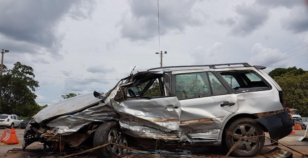 Batida deixou os veículos destruídos (Foto: Divulgação/PRF)