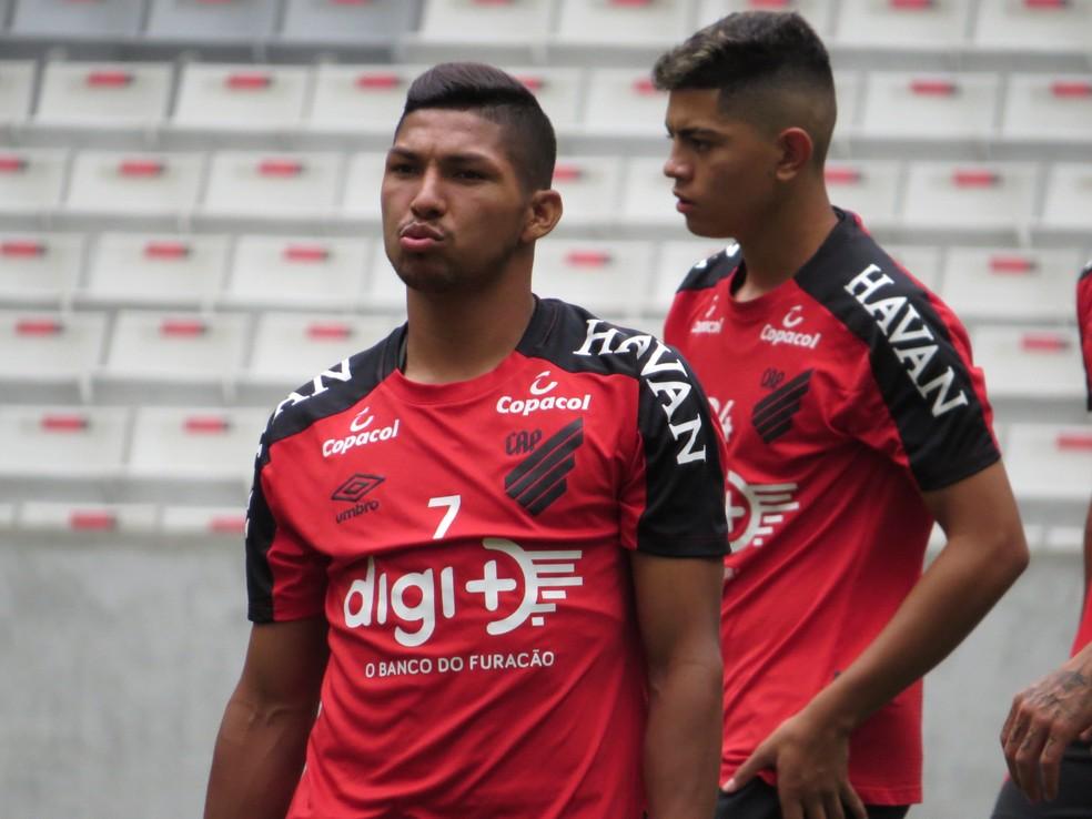 Rony treina no Athletico à espera de definição sobre o futuro — Foto: Fernando Freire