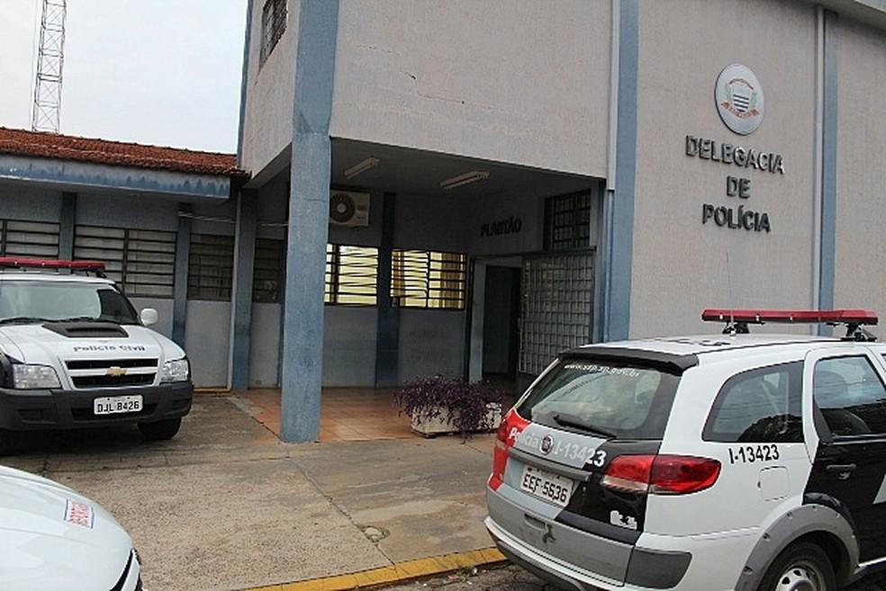 Pastor foi levado para a delegacia de Matão para prestar depoimento (Foto: Maury Jr./Matão Urgente)