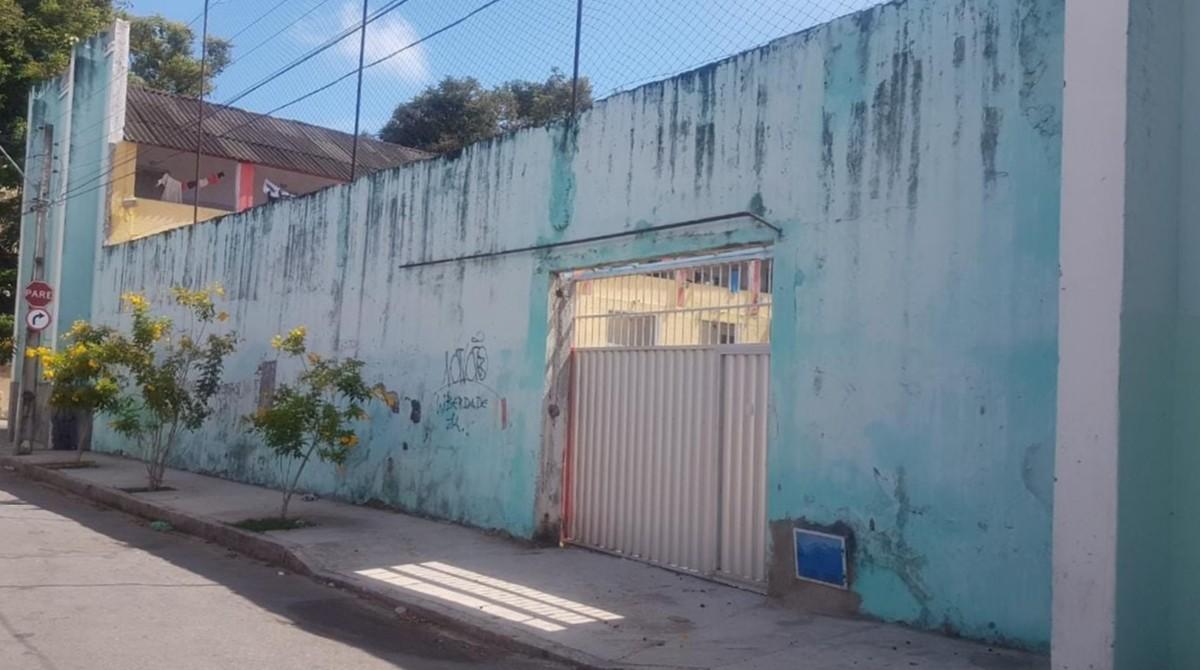 Risco de desabamento do muro da Casa do Estudante, em Fortaleza, deixa residentes e vizinhos em alerta - G1