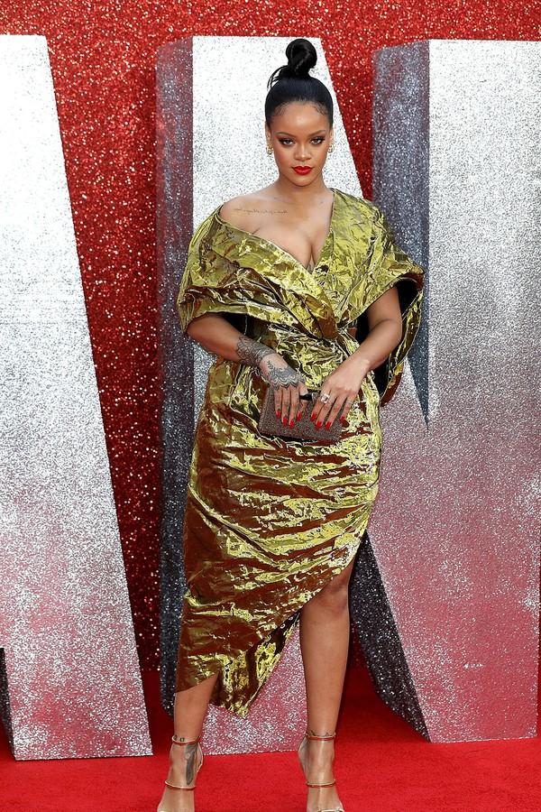 Rihanna de Poiret na pré-estreia de Oito Mulheres e Um Segredo (Foto: Getty Images)
