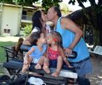 Claudia Mauro com o marido e os filhos   Fábio Caldeiras