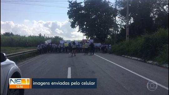 Estudantes protestam por segurança em escola em que vigilante foi assassinado, em Escada