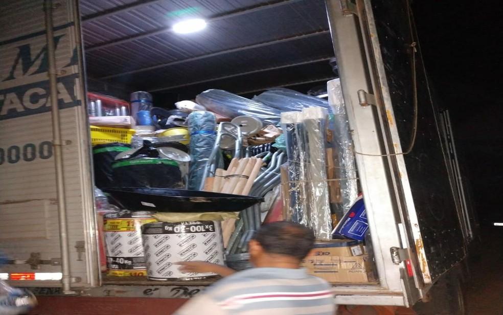 Ocupantes do automóvel juntamente com os produtos foram localizados em um galpão na Zona Rural de Cristinápolis (Foto: PMSE/Divulgação)