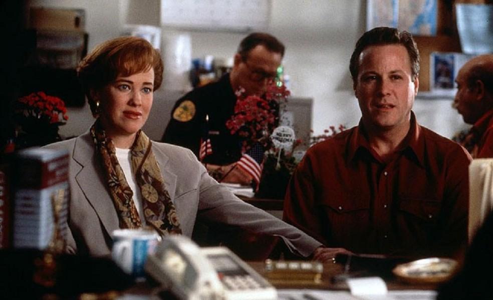 John Heard com Catherine O'Hara em cena de 'Esqueceram de mim 2' (Foto: Divulgação)