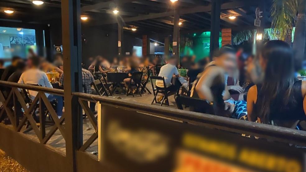 Pessoas em festa clandestina de Ji-Paraná, RO — Foto: PM/Divulgação