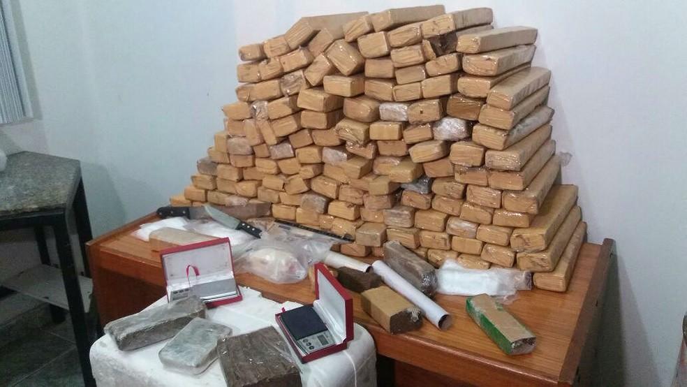 -  Polícia Civil apreendeu droga em galpão no Bairro Vila Ideal  Foto: Flávio Christo/G1