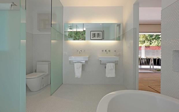 401 Custom Bathroom Ideas For 2019: Ator De 'Cinquenta Tons De Cinza' Coloca Casa à Venda Por
