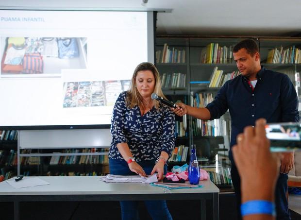 Carol Rosa ensinou a organizar o armário e a cômoda do bebê (Foto: Ricardo Cardoso/ Editora Globo)