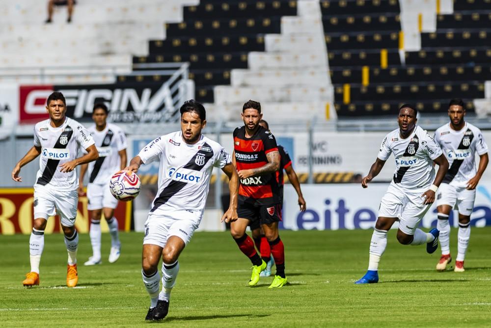 Ponte e Oeste se enfrentaram na estreia do Paulistão, com empate por 0 a 0 em Campinas  — Foto: Fabio Leoni/PontePress