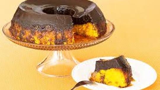 Veja como fazer um bolo de cenoura invertido