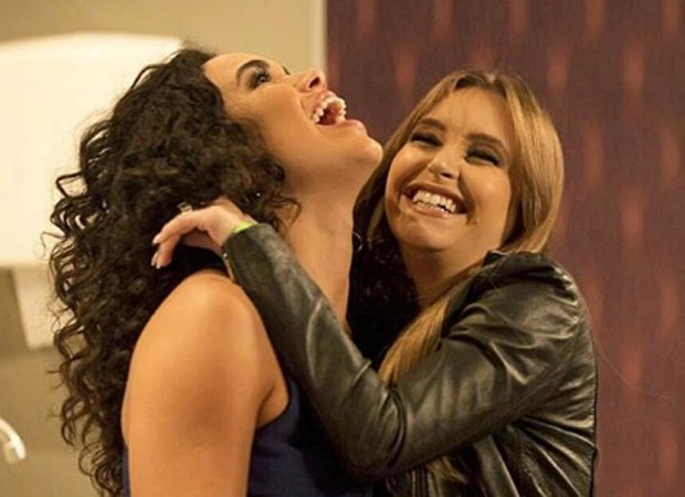 Giovana Cordeiro e Carla Diaz nos bastidores de Malhação (Foto: Reprodução/Instagram)