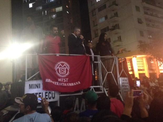 Vereadores acompanhados de Boulos subiram em carro de som (Foto: Lívia Machado/G1)