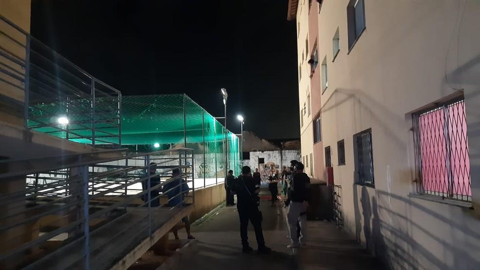 Crime aconteceu na quadra de esportes do residencial na Zona Leste de Natal — Foto: Sérgio Henrique Santos/Inter TV Cabugi