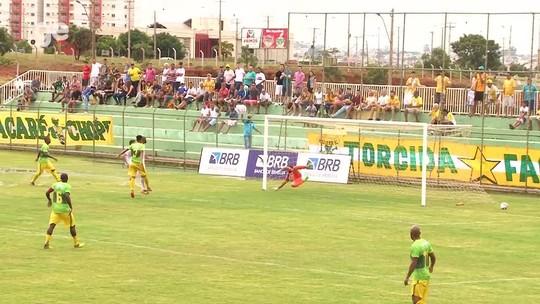 Com Cicinho em campo e gol de Reinaldo, Brasiliense vence Samambaia
