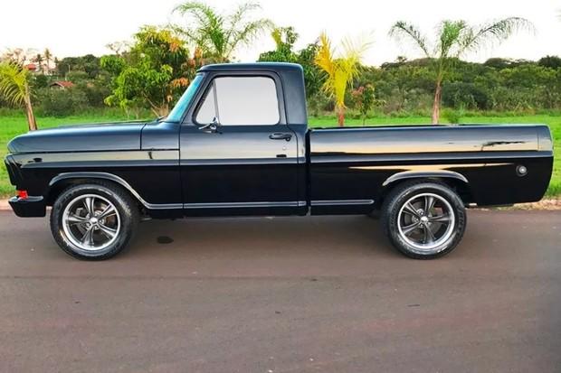 Enormes rodas lembram modelos das antigas e calçam pneus de alto desempenho (Foto: Reprodução)