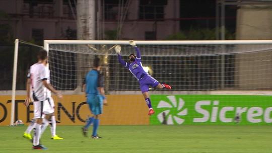 Marrony marca e aprova teste como centroavante no Vasco; jogadores comemoram 100%