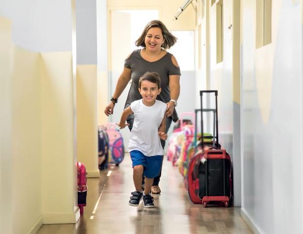 Lídia e Diego tiveram um primeiro ano difícil no início da vida escolar do garoto. (Foto: Guilherme Zauith / Editora Globo)