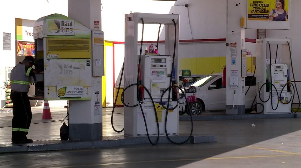 Postos de gasolina são fiscalizados em Petrolina (Foto: Reprodução/ TV Grande Rio)