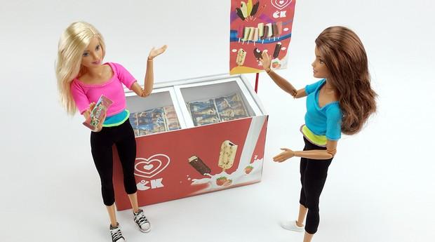 Freezer de sorvetes feito com sucata no canal Caseirices Kids (Foto: Divulgação)