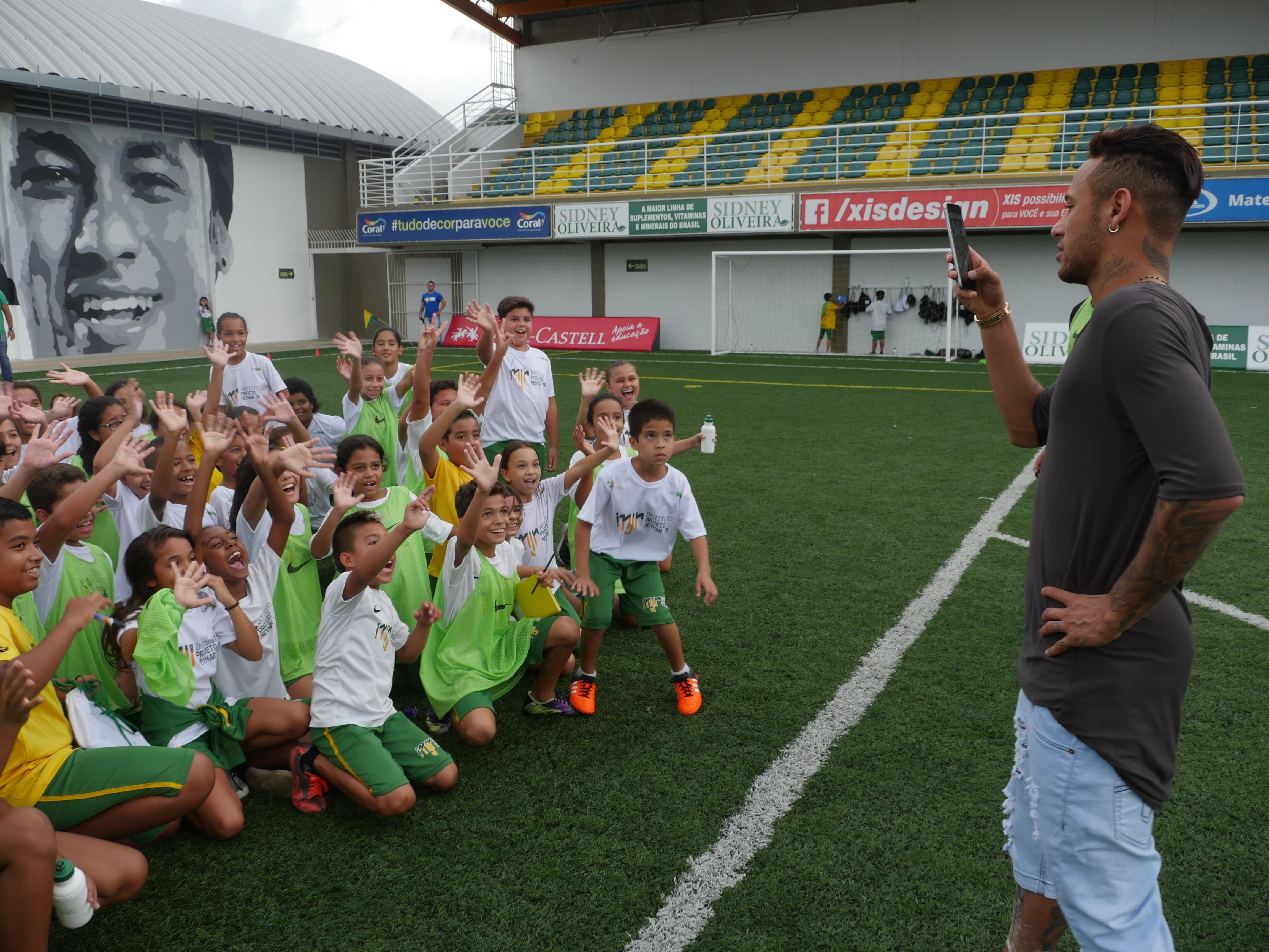 Neymar na sua fundação em Praia Grande (Foto: Divulgação Instituto Projeto Neymar Jr.)