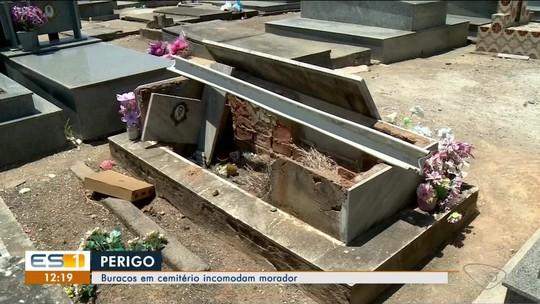 Morador de Linhares registra cemitério esburacado, no Norte do ES