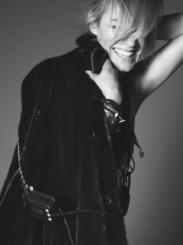 Amber Valetta na campanha de verão 2019 da Saint Laurent (Foto: Divulgação)