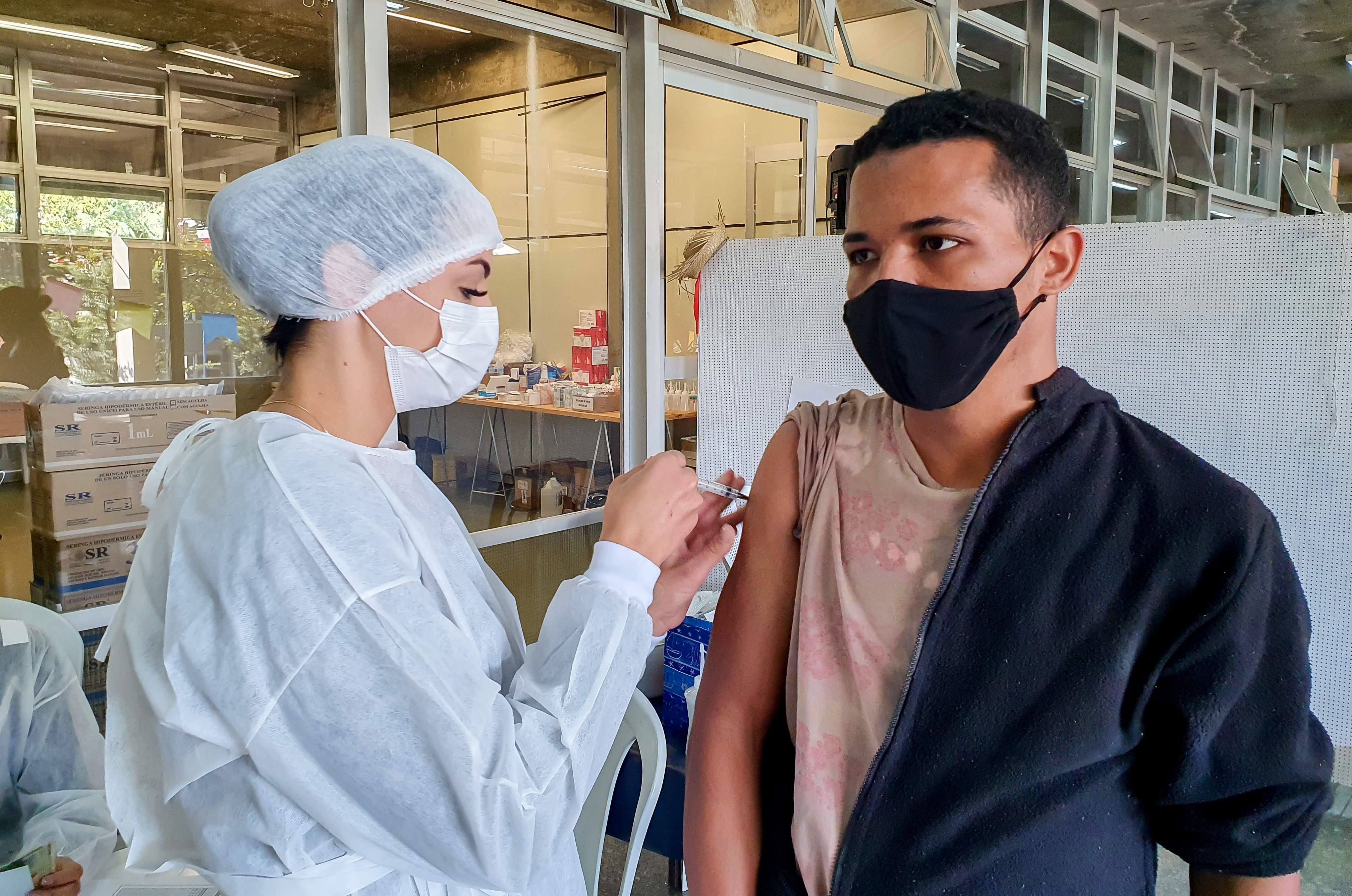 Rio Claro vacina contra Covid pessoas acima de 24 anos a partir desta segunda-feira; confira locais
