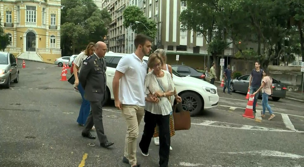 Viúva de Gerson Camata, a ex-deputada, Rita Camata, chega ao velório do ex-governador — Foto: Roberto Pratti/ TV Gazeta