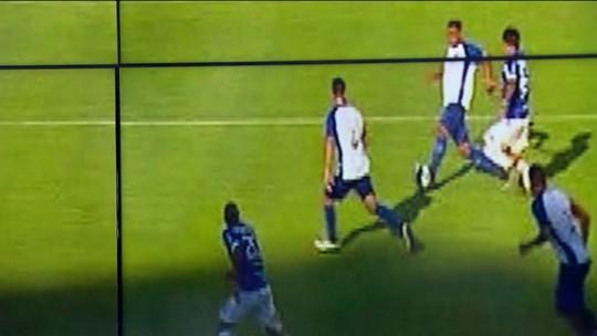 A Regra é Clara - 11º lance: gol anulado do Foz do Iguaçu contra o Paraná