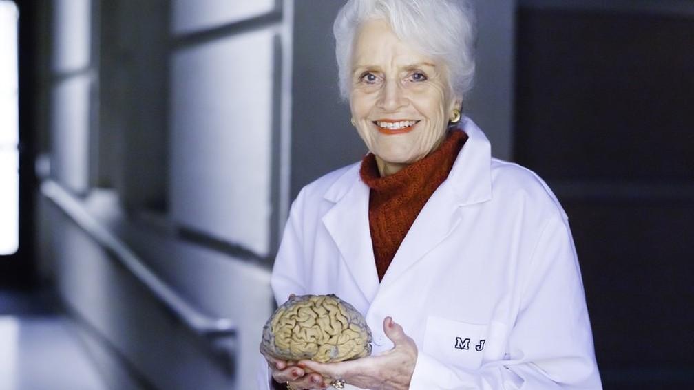 Os estudos de Marian Diamond quebraram o paradigma de que o cérebro era uma estrutura estática que não mudava. — Foto: UC Berkeley Photos/Elena Zhukova (via BBC)