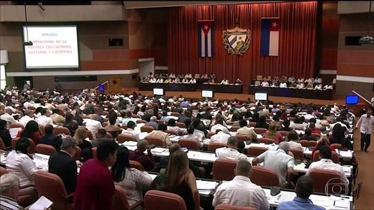 Cuba aprova nova Constituição e envia para consulta popular