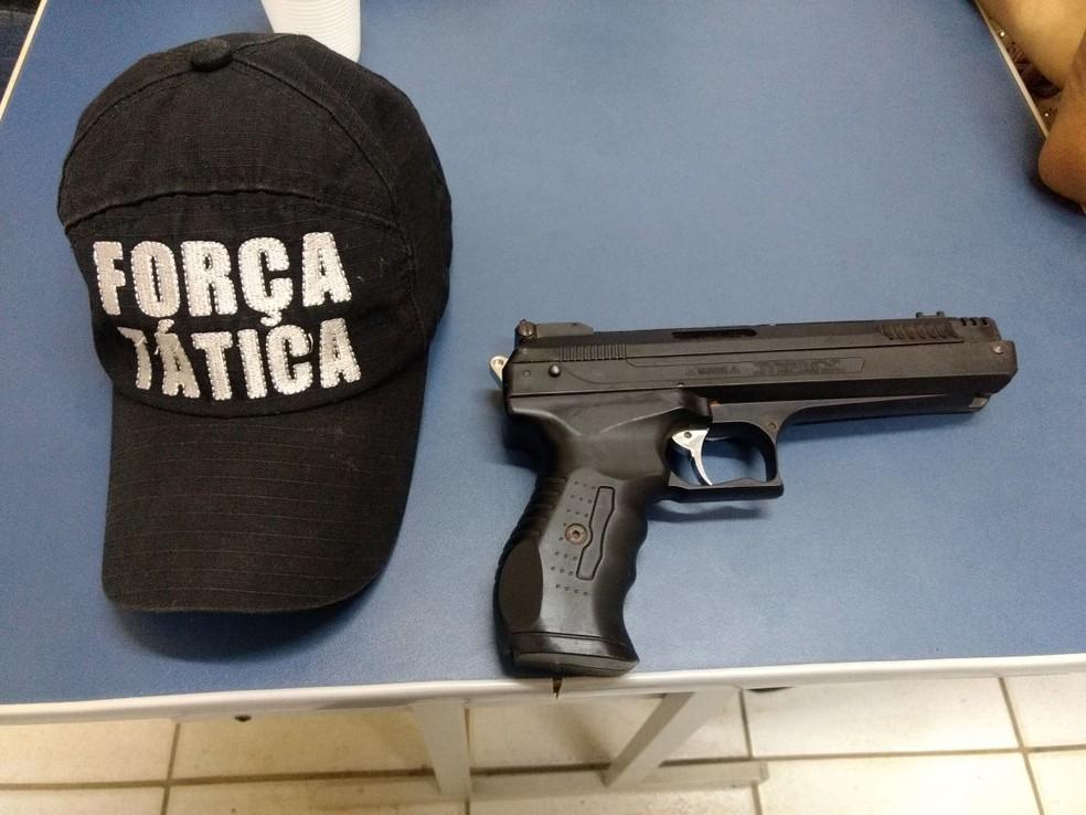 PM diz que ele usava uma pistola de pressão roubada (Foto: Divulgação/PM)