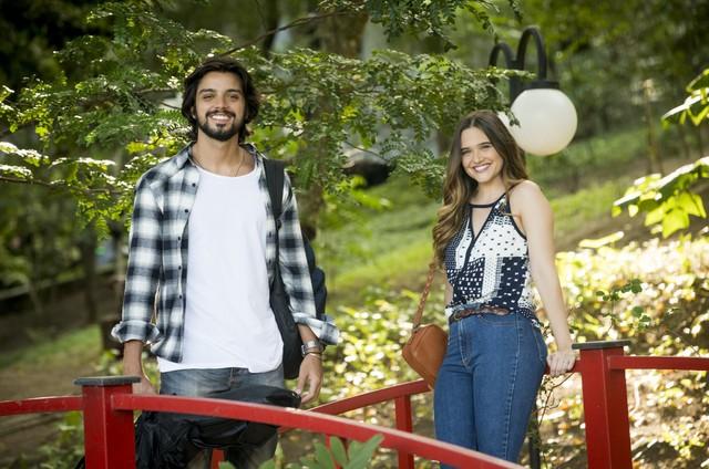 Rodrigo Simas e Juliana Paiva em 'Salve-se quem puder' (Foto: João Miguel Júnior/Globo)