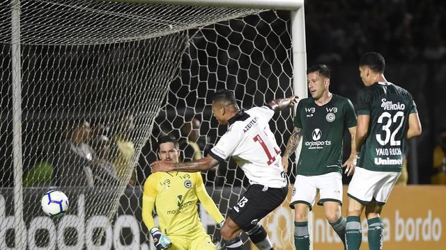 Guarín fez o primeiro gol do jogo