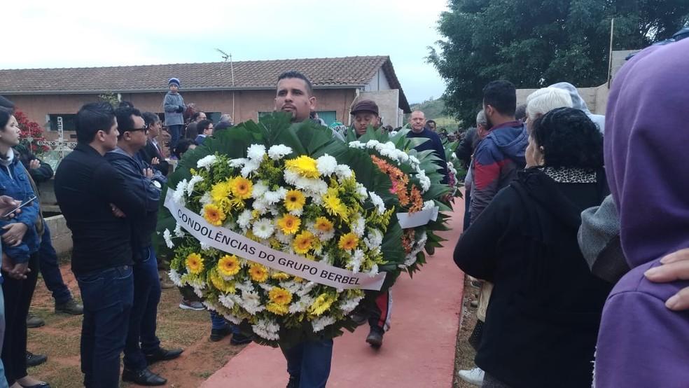 Muitas homenagens foram feitas à Vitória Gabrielly, em Araçariguama (Foto: Matheus Fazolin/G1)