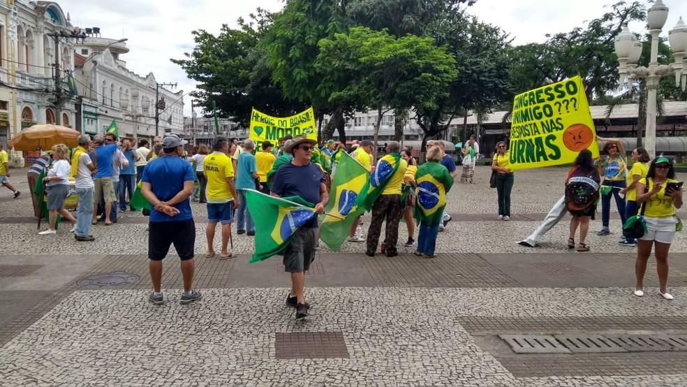 Protesto a favor de Bolsonaro na manhã deste domingo (15), em Juiz de Fora (MG) — Foto: Rodrigo Souza/TV Integração