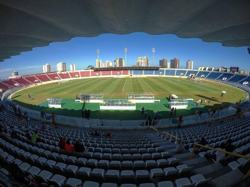 36f4bd5832497 ... palco do jogo entre Confiança e ABC — Foto  Osmar Rios