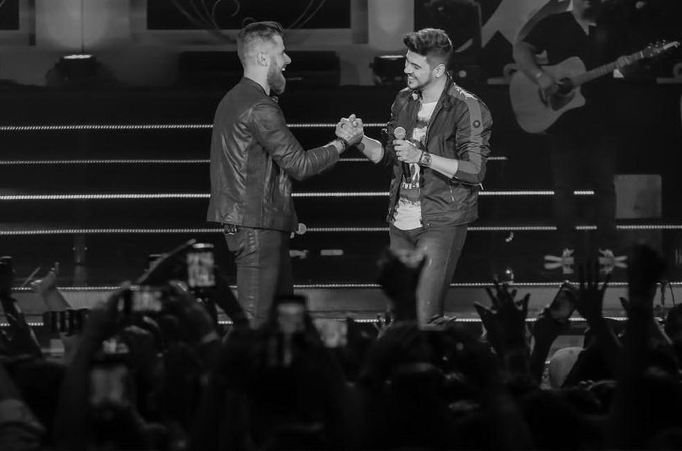 """Zé Neto e Cristiano durante gravação do DVD """"Esquece O Mundo Lá Fora"""", em São Paulo (Foto: Allysson Moreno/Divulgação)"""
