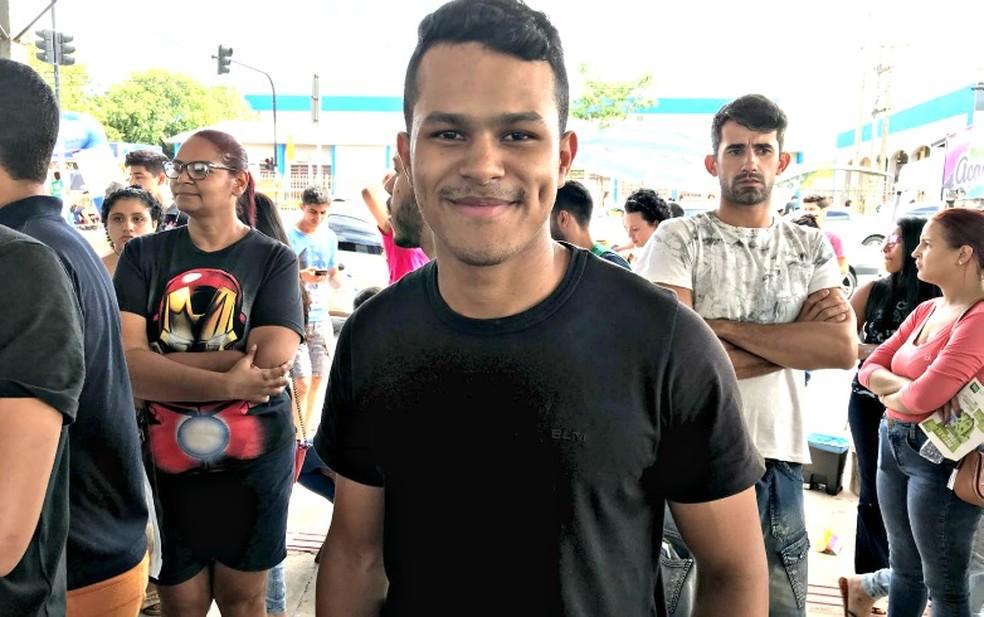 -  Lucas Pereira Siqueira, 20 anos, disse que a prova estava mais difícil que a do ano passado  Foto: Lislaine dos Anjos/ G1