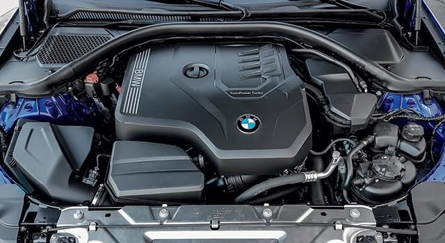 BMW Serie 3 - Motor 2.0 turbo gera 261 cv e tem coletor de escape integrado em peça única. Curso e diâmetro são de 94,6 mm e 82 mm, respectivamente, com taxa de compressão de 10,2:1 (Foto: Divulgação)
