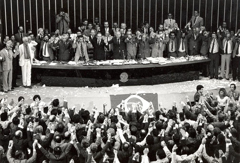 Sessão da Assembleia Nacional Constituinte de promulgação da Constituição de 1988 — Foto: Arquivo Agência Brasil