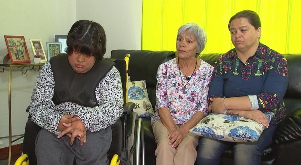 Família conta que vendedor não quis abrir a porta da loja para elas entrarem em Itapetininga (Foto: Reprodução/TV TEM)