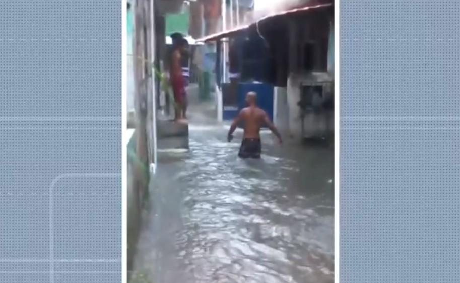 Chuva causa transtornos e moradores do Vale das Pedrinhas, em Salvador, lamentam prejuízos: 'Acabei de perder tudo que tinha'