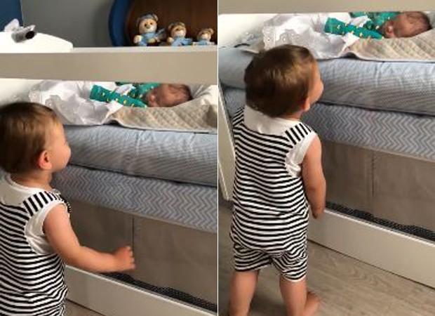 Gabriel observa Samuel (Foto: Reprodução/Instagram)