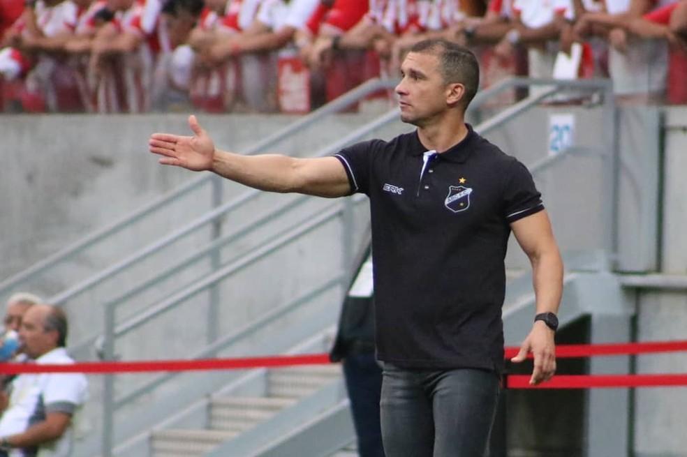 Ranielle Ribeiro não gostou da atuação do árbitro (Foto: Andrei Torres/ABC FC)
