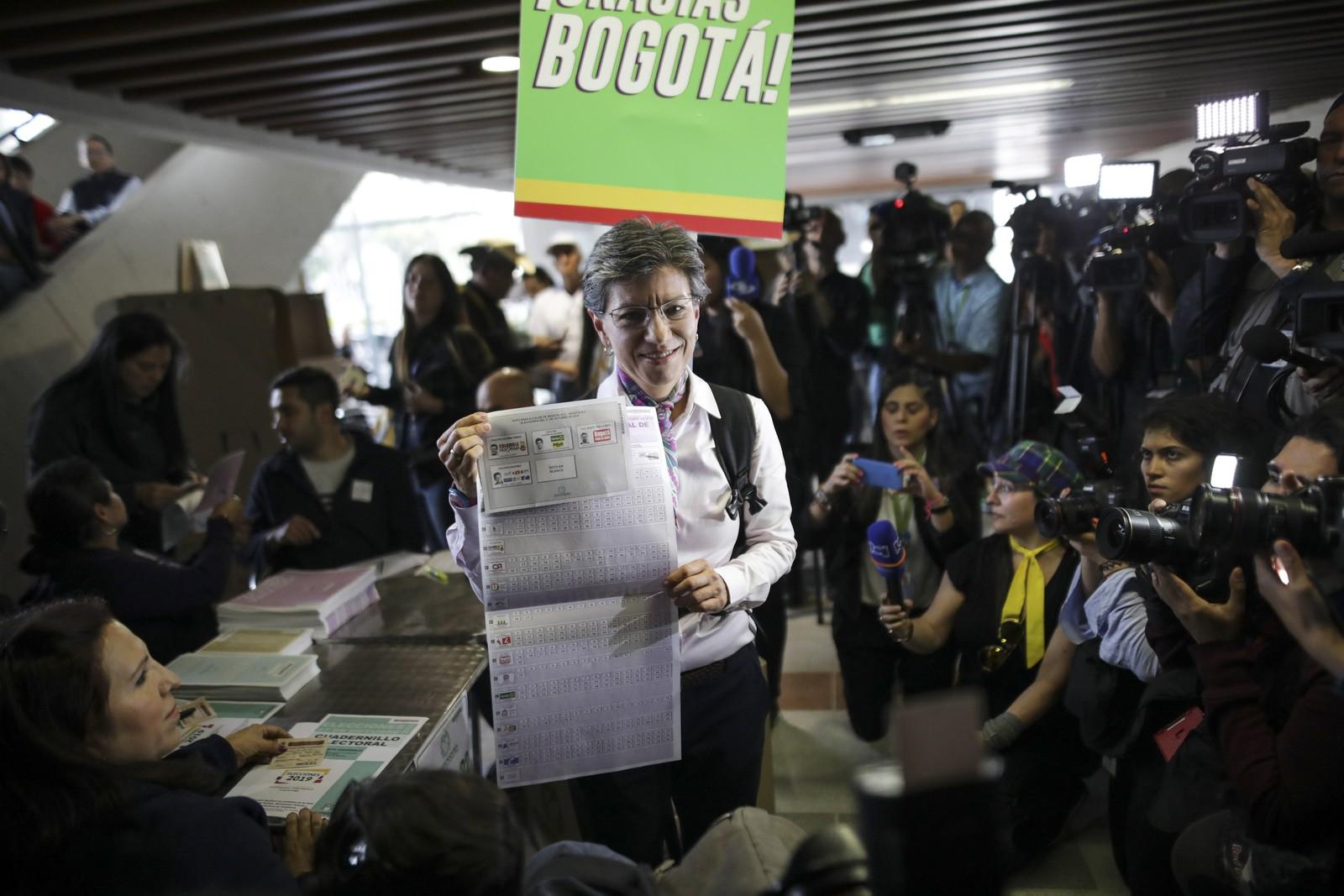 Bogotá, capital da Colômbia, elege mulher lésbica como prefeita pela primeira vez na história