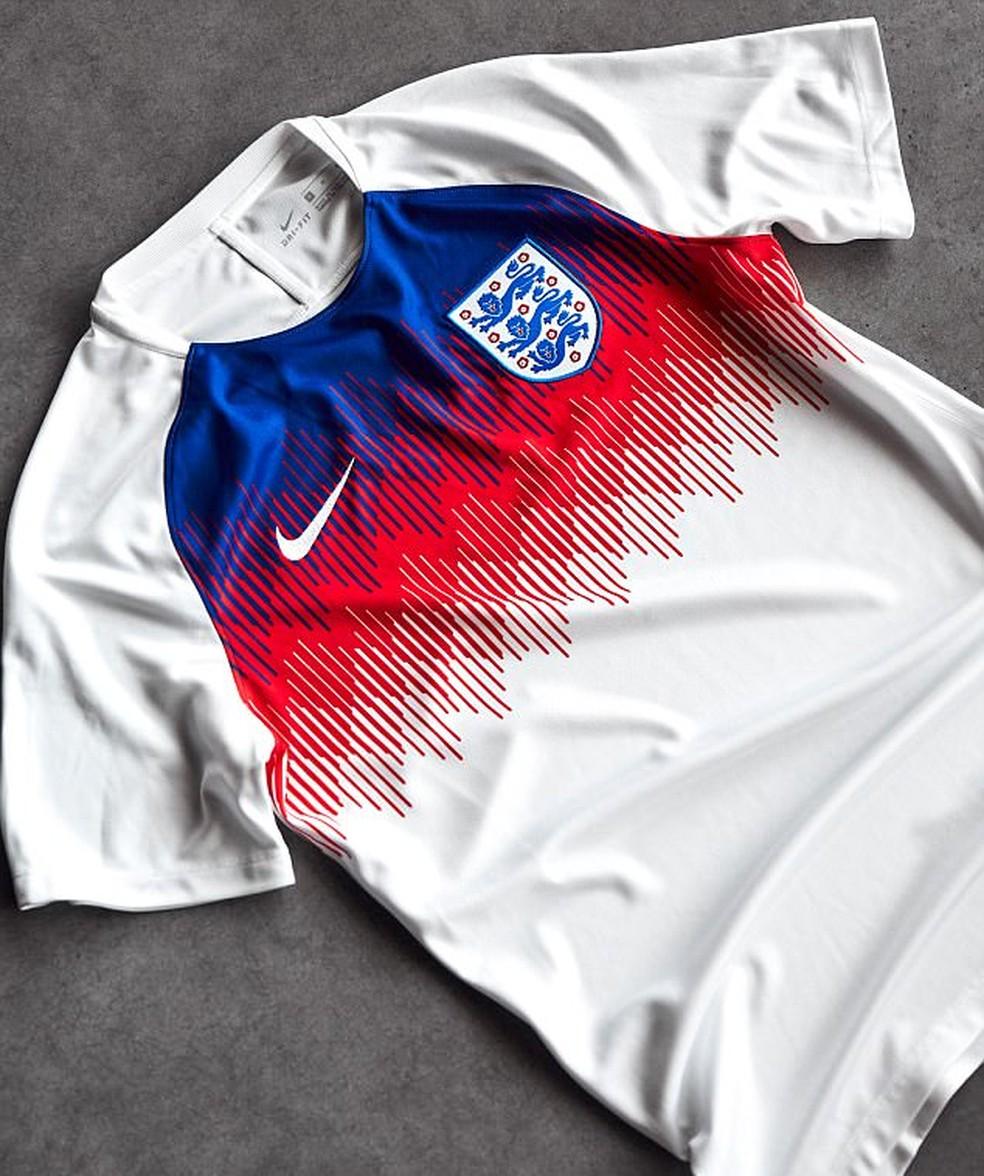 Uniforme reserva da Inglaterra para a Copa do Mundo. Camisa de aquecimento  da Inglaterra (Foto  Divulgação   Nike) 0d0e126d23c4b