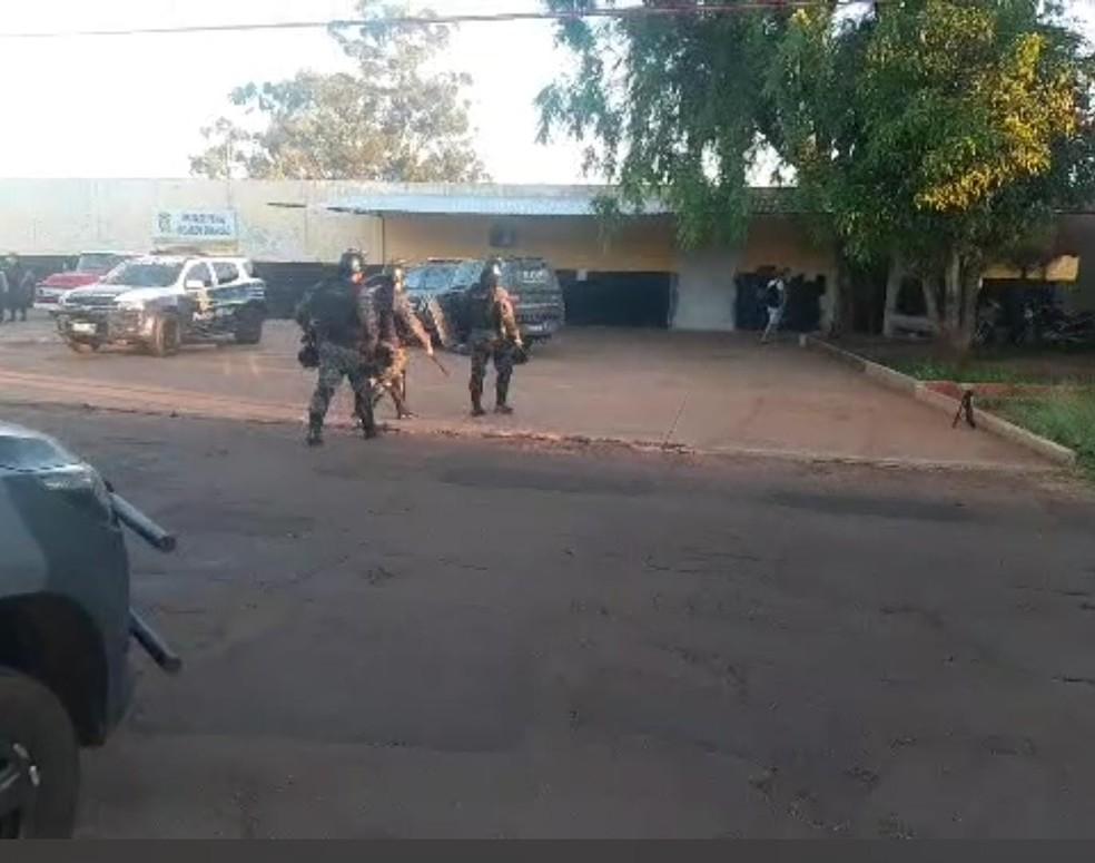 Polícia Militar reforçando segurança após motim no presídio de Ponta Porã — Foto: Porã News/Divulgação